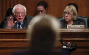 Bernie Sanders fustiga a Betsy DeVos  en una audiencia de confirmación en el Senado. Foto: logs.edweek.org