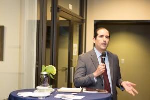Jeff Flores, Fideicomisario de la Escuela Preparatoria del Condado de Kern que se opone a la política de los maestros armados en las escuelas.