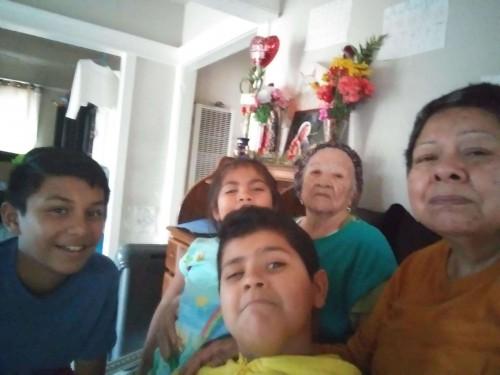 María Isabel García con sus hijos, José, de 12 años, Pablo de 8 y Soledad, de 4, así como su madre, Soledad Salas (Foto: Suministrada)