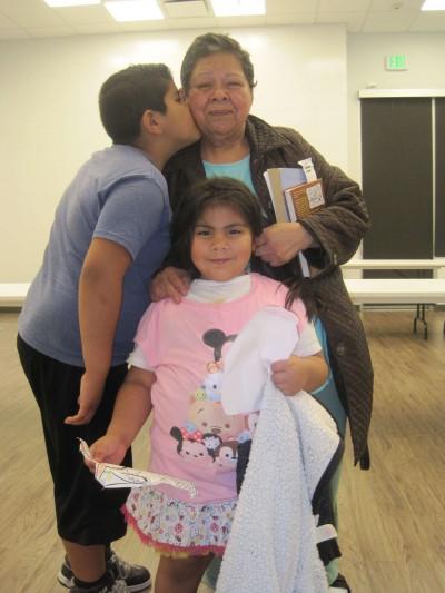 María Isabel García con dos de sus nietos, Pablo de 8 años y Soledad, de 4 (Foto: Francisco Castro).