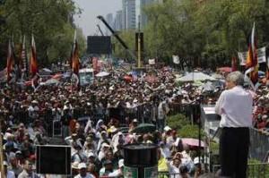 Andrés Manuel López Obrador en un mitin de campaña en la ciudad de México. Foto: Aporrea.org
