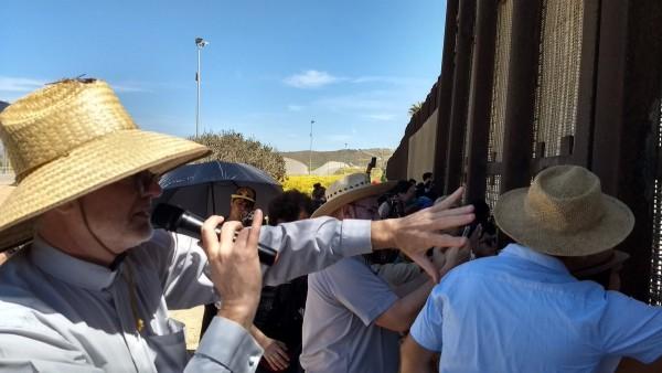 La carava en el Parque de la Amistad, San Ysidro, CA (en el muro fronterizo con tijuan, Mexico). Foto: Cortesía de Chelis López.