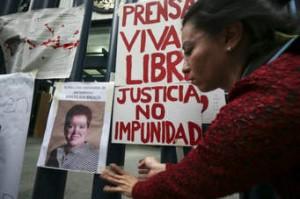 Condolidos por la muerte de Miroslava Breach Valducea piden que se esclarezca el crimen y se castigue a los culpables. Foto: Proceso.