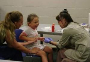 El Programa de Prevención de Envenenamiento por Plomo en la Infancia (CLPPP) provee pruebas de plomo en sangre para niños de seis meses a seis años de edad. Foto: Health and Human Services.