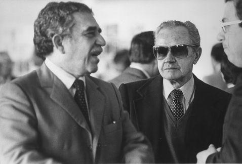 Los escritores colombiano y mexicano Gabriel García Márquez y Juan Rulfo.