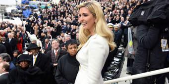 Ivanka Trump es hija del presidente, y a pesar de ocupar un puesto de alto perfil en la presidencia,  se ha hecho un nombre para sí misma vendiendo ropa, zapatos, accesorios y productos infantiles, además de supervisar los negocios de su papá. Foto: www.ell.h-cdn.com