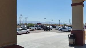 Directoras de CIVIC, conversan con alguaciles de San Bernardino, llamados por GEO por temor a la protesta.