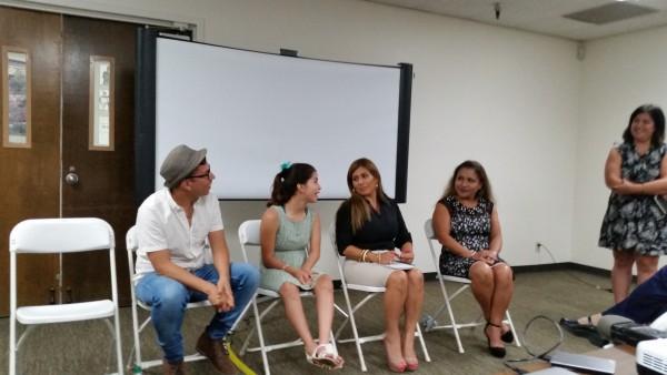 Isabella, a su izquerda su mamá, Deissy, y  Bertha Ceja, su trabajadora social; a la derecha Marcos Nieves García, Director de The Rigth to Thrive.