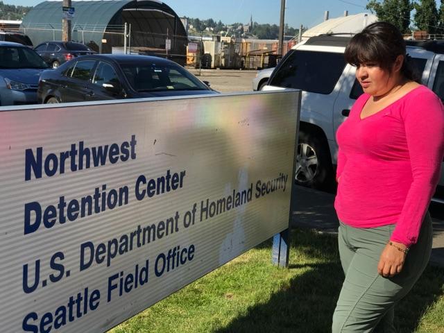 Nestora Salgado, defensora de derechos humanos, ayuna en solidaridad con 35  refugiadas centroamericanas detenidas en prisión en Tacoma, Washington. Foto: Maru Villalpando.