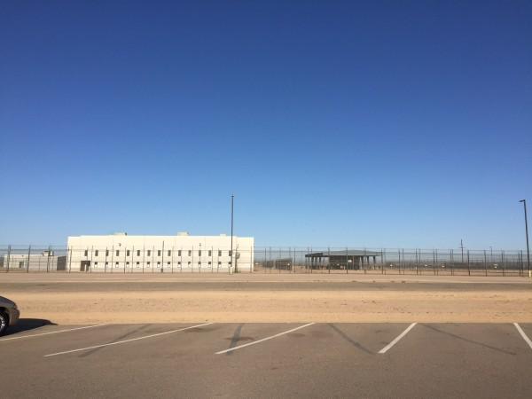 El Centro de Detenciones de Eloy a una hora de Phoenix es administrado por la corporación privada CoreCivic. TQP recientemente protestó contra el Phoenix Pride Parade por tener como promotor al Bank of America, que ofrece financiamiento a esa corporación.