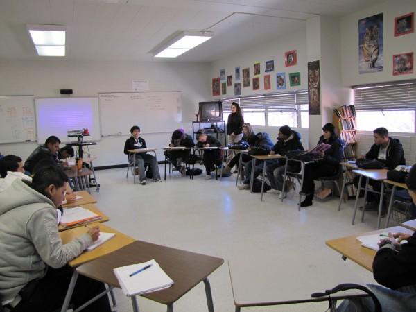 En la clase: Alumnos del programa de MAS, en la clase de la profesora de literatura Norma González en el 2011.