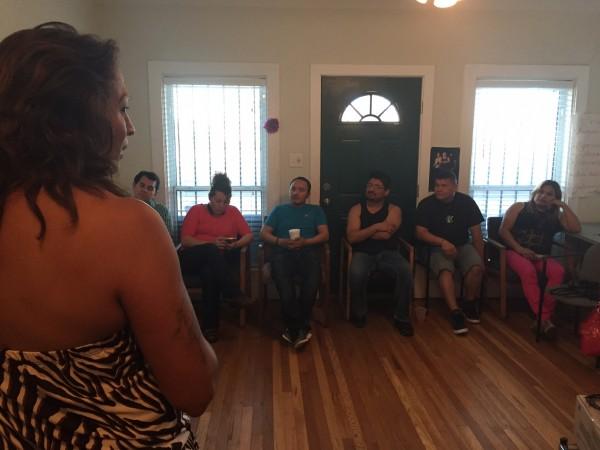 Karyna Rodriguez Jaramillo, de 46 años de edad, habla con un grupo de miembros de Trans Queer Pueblo que celebran los primeros dos años desde que se fundó la organización.