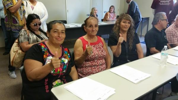 Leticia Prado, Linda John y María Hernández, de la Fundación Dolores Huerta, contentan la victoria y dicen que estarán vigilantes.