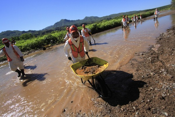 Actividades de limpieza de la Semanart en el Río Bacanuchi, en Sonora. Foto. TV Azteca.