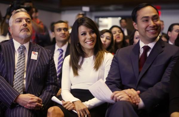 En la foto, Henry Muñoz, Presidente del Comité de Finanzas Demócrata, la actriz y activista, Eva Longoria, y el ex Secretario de Vivienda, Julián Castro.