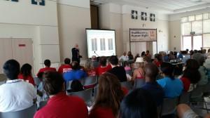 Michael Ligthy, Director de Políticas Publicas de CNA, explica la propuesta de pagador único en reunión de Distrito con asambleísta Rendón. Foto: Rubén Tapia.
