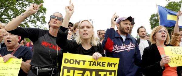 Manifestación en Washington, DC, donde protestan porque el plan de salud de  los republicanos afectará poderosamente a las mujeres. Foto: ABC News.
