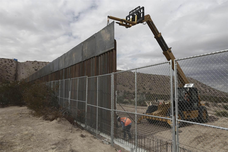 Donald Trump Says Border Wall May Be Part Fence, Hints at Mass ... NBC News
