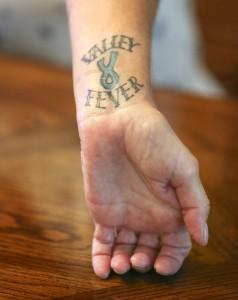 Elizabeth Mulikin tiene un tatuaje que lee