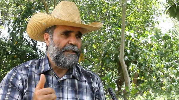 La importancia del antiguo conocimiento, dice Casimiro, un ecoagricultor con un exitoso proyecto de agricultura sustentable en Cuba. Foto: YouTube.