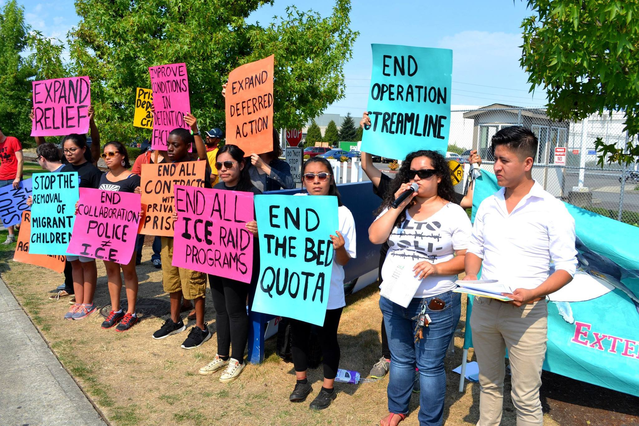Frente al centro de detención de ICE en Tacoma, WA. Foto: Resistencia a NWDC