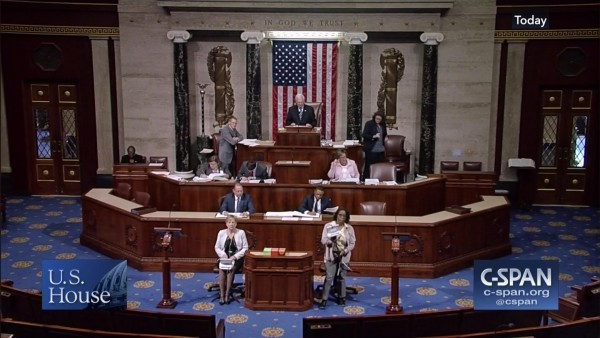 El presidente de la Cámara de Representantes Paul Ryan (R-Wis) a la derecha, y el líder de la mayoría Kevin McCarthy, (R-Bakersfield), tras una conferencia de prensa en el Capitolio. Foto: Sacramento Bee. C-Span