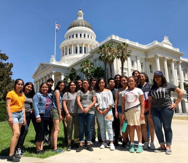 Dreamers también tocan puertas del Capitolio en California. Foto: página de Chirla en Facebook.