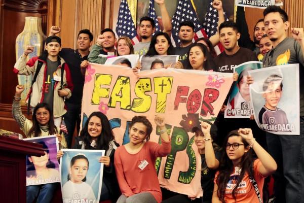Dreamers en el Capitolio inician cabildeo para lograr un alivio migratorio permanente.
