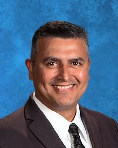 Encarnación Becerra, Director de la escuela preparatoria Bobby Duke. Foto: Cortesía de la escuela.