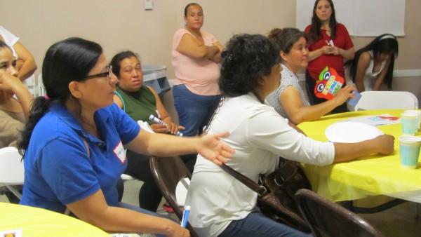 María Velazco señala su inconformidad con las prácticas disciplinarias.
