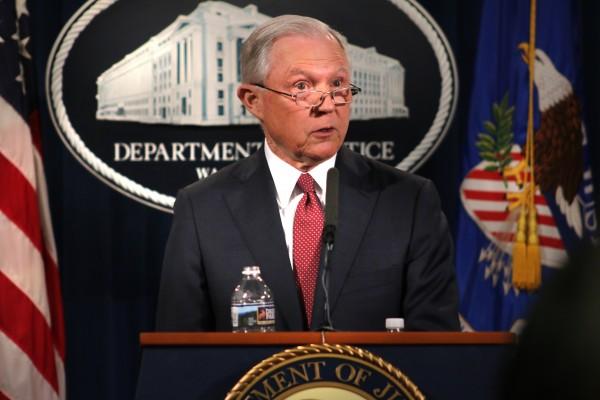 Procurador General de Justicia de la nación , Jeff Sessions nunciando la terminación de DACA.