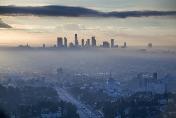 La contaminación atmosférica del smog en Los Ángeles se eleva con el calor. Foto: Time Magazine.