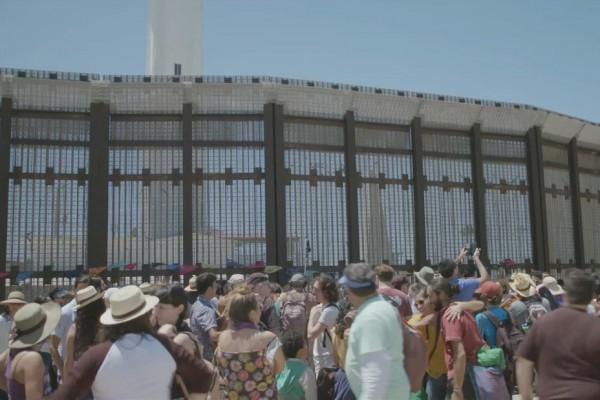 La actual pared fronteriza que separa México de Estados Unidos, vistga desde el lado de San diego, California. Foto: Folklife
