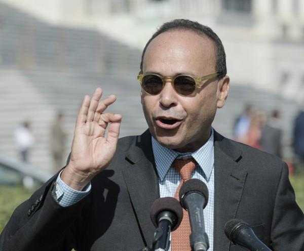 El legislador demócrata puertorriqueño, Luis Gutiérrez, señaló el trato desigual del gobierno federal a Puerto Rico, en comparación con Texas y La Florida. Foto: José López Zamorano.