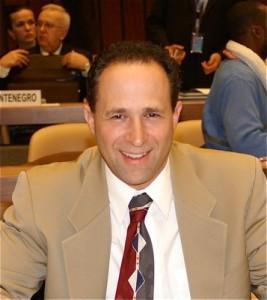 Daniel J. Losen Director del Centro para Remediar los Derechos Civiles de la Universidad de California en Los Ángeles, UCLA.