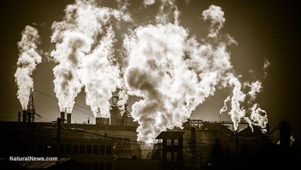 Industrias de gas y petróleo contaminan el ambiente y la salud pública. Foto: Natural News.