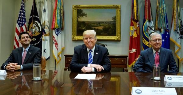 Complacidos el liderazgo republicano del Congreso y el principal inquilino de la Casa Blanca se muestran para la foto. Imagen:CNBC.