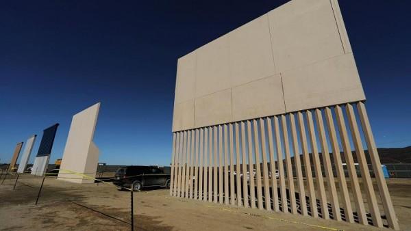 Este es otro de los ocho prototipos de pared fronteriza que el presidente de Estados Unidos, Donald Trump quiere construir a lo largo de de la fronera sur con México, que se muestra casi finalizado. Foto: nbc