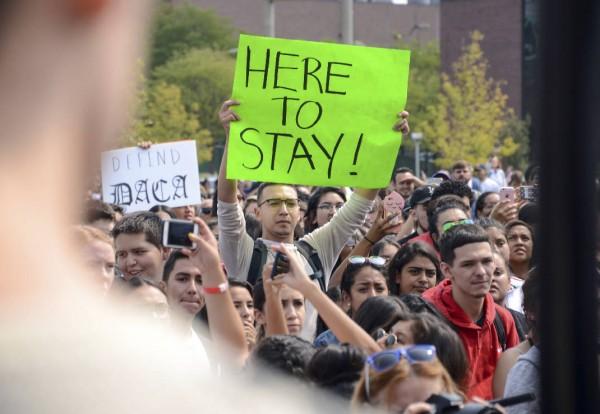 En septiembre de 2017 un manifestante en una manifestación en Metropolitan State University después de la decisión de Trump de revocar DACA. Foto: AP / Times Free Press.