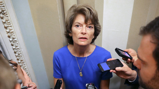 La senadora republicana, Lisa Murkowski salvó en una ocasión al Obamacare. Pero esta vez ella no puede abandonar a su Partido Republicano, en el proyecto de re4corte de impuestos. Foto: ArkLaTexHomepage.