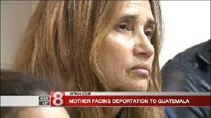 Miriam Martínez, guatemalteca con dos hijas ciudadanas, a punto de ser deportada hoy lunes 20 de noviembre de 2017. Foto: WTNH.com