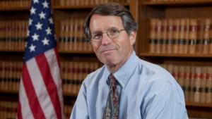 Juez William H. Orrick quien propinó un fuerte revés judicial a la administración Trump. Foto: Heavy.com.