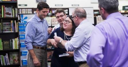 Dacamentados emboscan a Paul Ryana durante la presentación de su libro. Foto: www.rollcall.com