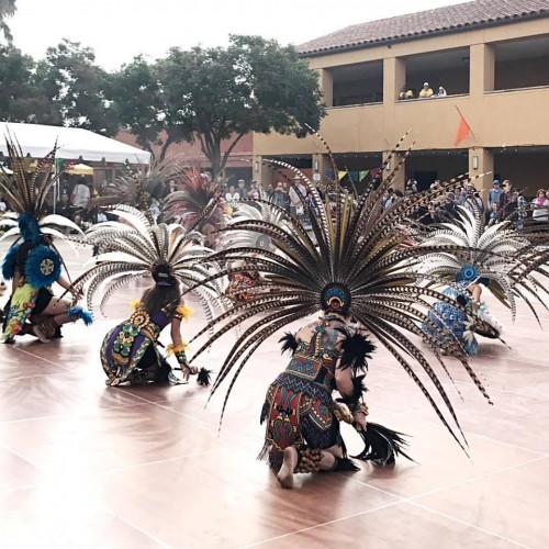 Danza Azteca Calpulli Tonalehqueh durante su 14vo Día de Muertos en Plaza de la Herencia Mexicana.