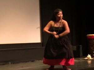Maestra de Hula (Kumu Hula) Luana Nāpuaokamokihanaoha Rivera Palacio.