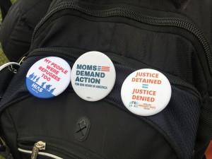 Mochila o backpack de medres de jóvenes Soñadores que viajaron a Washington, DC para presionar, primero, para que se incluyera el tema del Dream Act, y segundo para protestar por la dilación.