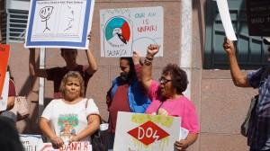 Miembros de la comunidad piden a las autoridades de salud y del medioamb iente que prohiban Clorpyrifos.