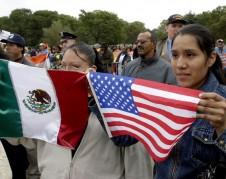 Trabajadores latinos protestan en Washington, DC contra las políticas antinmigrantes del gobierno. Foto: www.southernspaces.com.