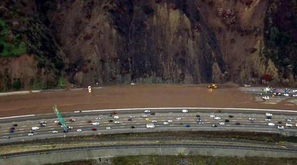 Tramo de la carretera 101 cerrado hasta ayer lunes. Foto: www.nbcsandiego.com.