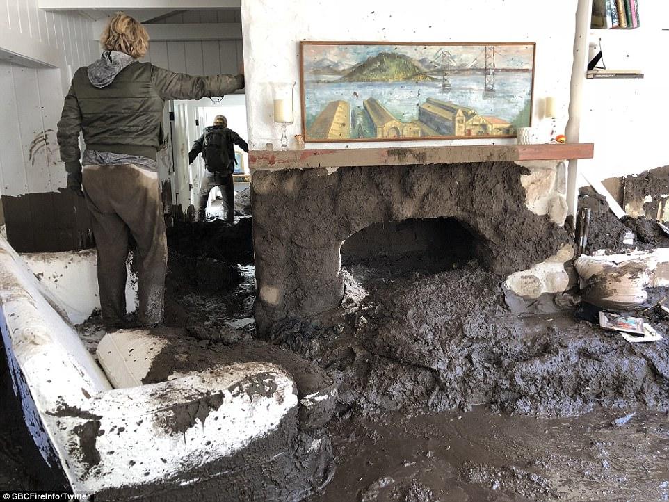 Pasado el asombro los trabajos de limpieza en las residencias afectadas continúan. Foto: www.abcsandiego.com.